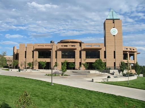科罗拉多大学目前有三个分校,最早的是博尔德(boulder)校区,1912年