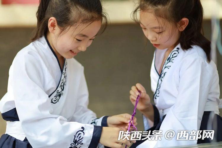 """传统文化在玩耍中深植 西安市新城区后宰门小学举办""""端午""""活动"""